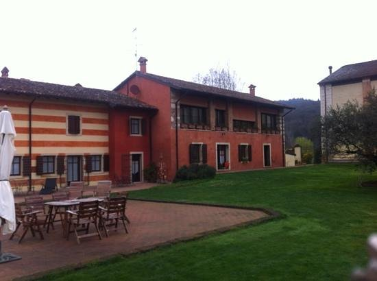 Musella Winery & Relais: двор
