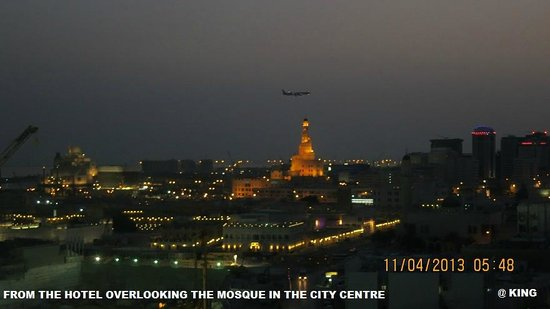 Mercure Grand Hotel Doha : FROM THE ROOM OVERLOOKING THE MOSQUE