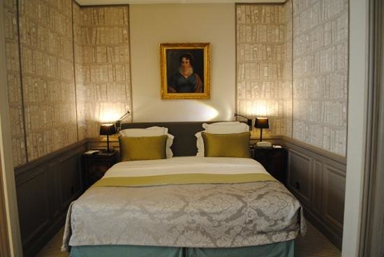 Hotel Mansart - Esprit de France: Our room at Mansart Hotel, Paris.
