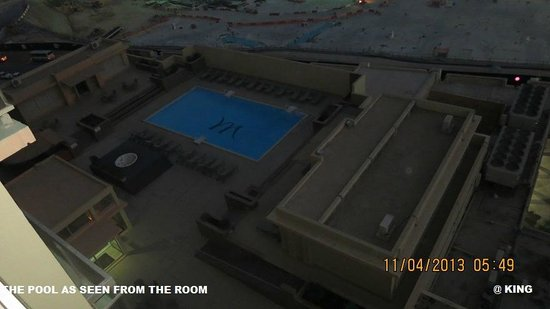 Mercure Grand Hotel Doha: THE POOL AREA