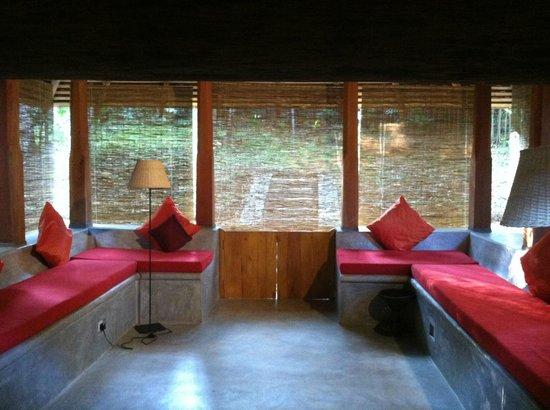Koslanda: Enclosed porch in our suite