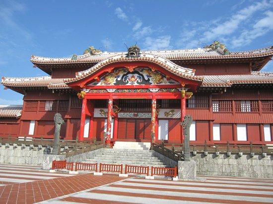 Shurijo Castle: 観光客でいつもにぎわっています