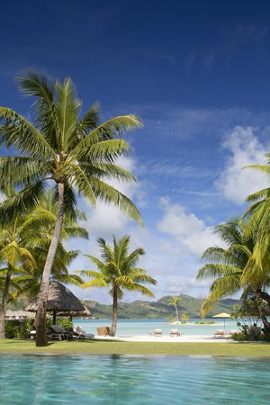 Four Seasons Resort Bora Bora: View from the Pool