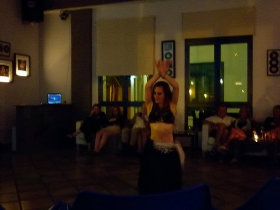 VIK Coral Beach: Stephania belly dancing