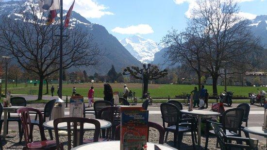 Hooters Interlaken: нару́жная терра́са