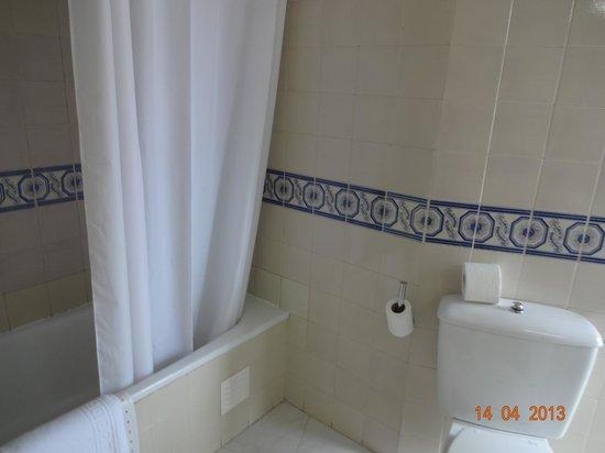 Hotel Lisboa Tejo: banheiro