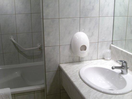 Hotel Le Bon Laboureur : salle de bains