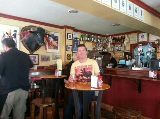 Bar Volapie : buenas tapas y decoracion taurina