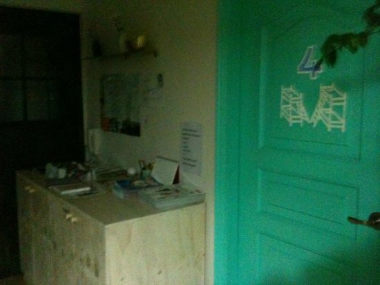 FunFunStay Guesthouse: 4인실&관광지도