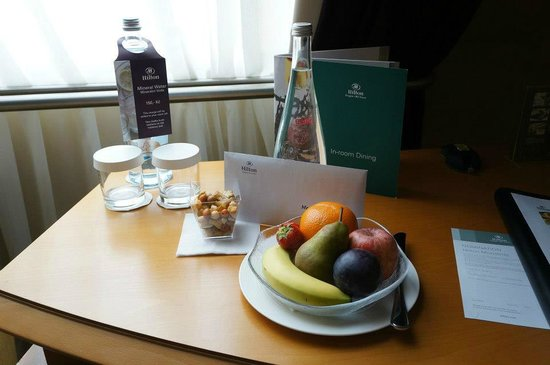 Hilton Prague Old Town: Welcoming fruit and water.