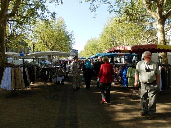 Hotel de France: Market day