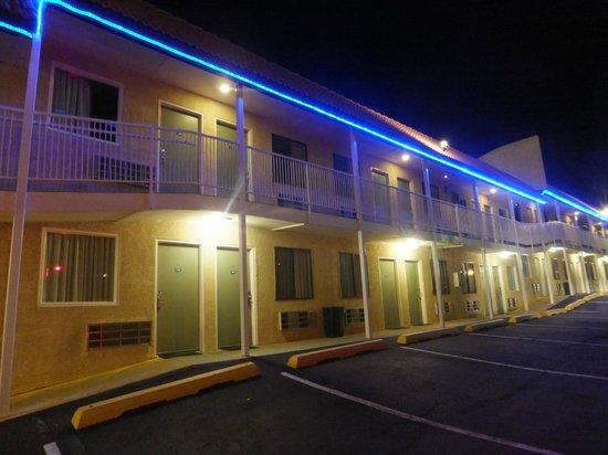 Americas Best Value Inn Page : Veduta camere