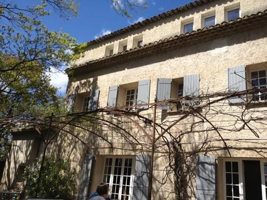 Hôtel Le Mas de Cure Bourse : Côté Court (1)