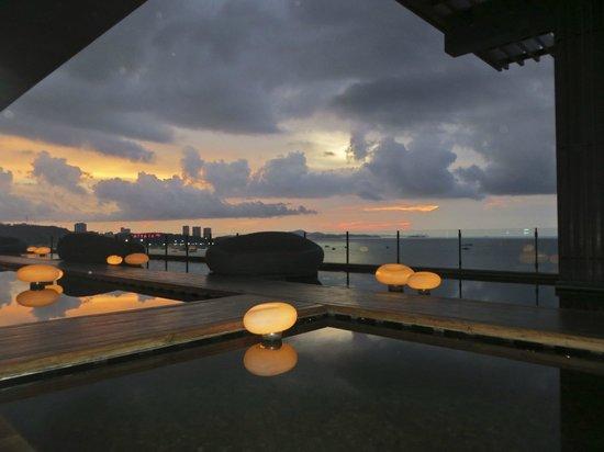 Hilton Pattaya: Sunset view from Drift Bar