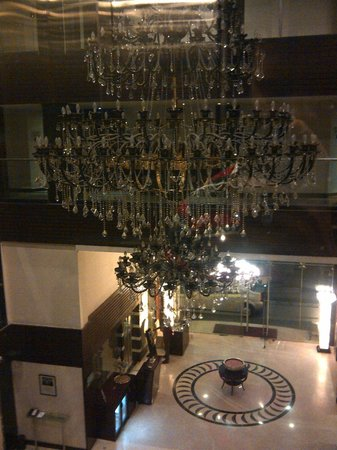 Royalton Hotel: Chandelier in the lobby