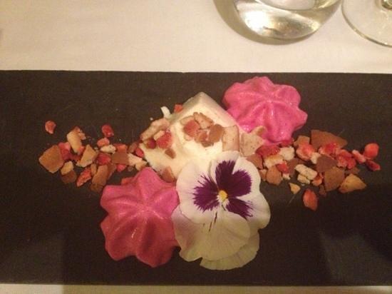 Restaurant Rostei: flan de Mató y espuma de remolacha