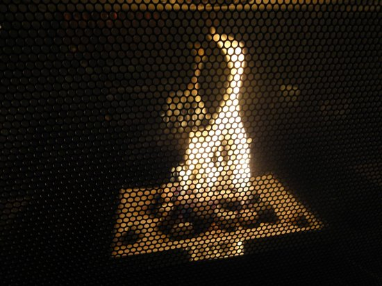 Kimpton Hotel Palomar Los Angeles Beverly Hills: Lobby fireplace
