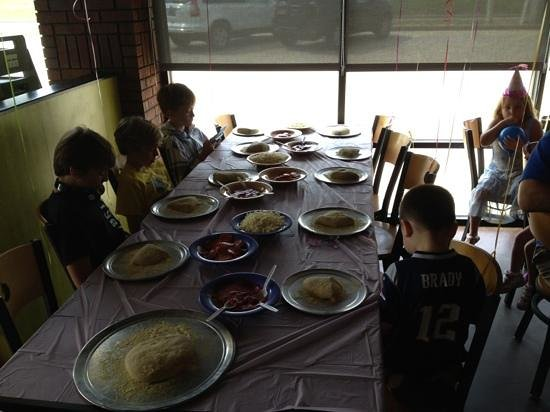 Mellow Mushroom Restaurant: kids getting ready to make pizzas