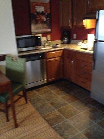 Residence Inn Little Rock: kitchen area