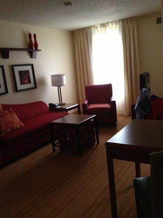 Residence Inn Little Rock: living area