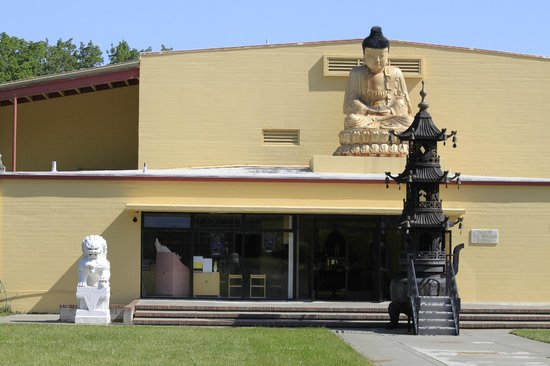 The City of Ten Thousand Buddhas: You must go inside...men on one side, women on the other.