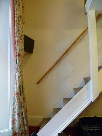 เพ็มบริดจ์ พาเลซ โฮเต็ล: ロフトへの階段