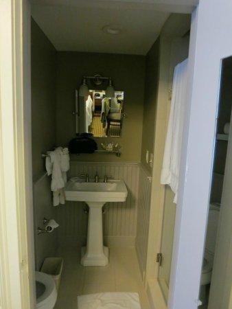 Concord's Colonial Inn: Bathroom in Prescott wing (Tripadvisor: turn my image back)
