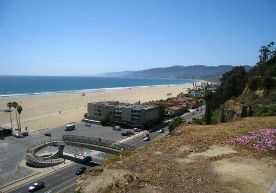 Palisades Park : Coastal view towards Malibu.