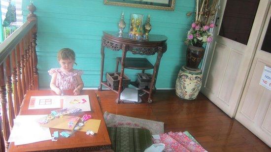 สามเสนสามเพลส: great place to relax, read and to do some craft.....