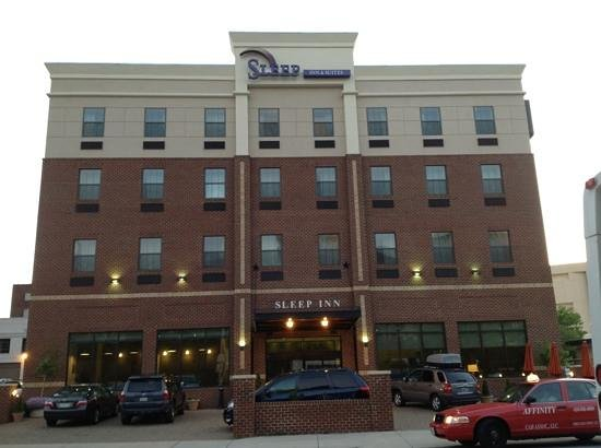 Sleep Inn & Suites Downtown Inner Harbor: Front view