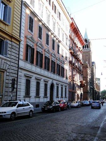 Hotel Louisiana: vista da rua onde o Hotel está localizado