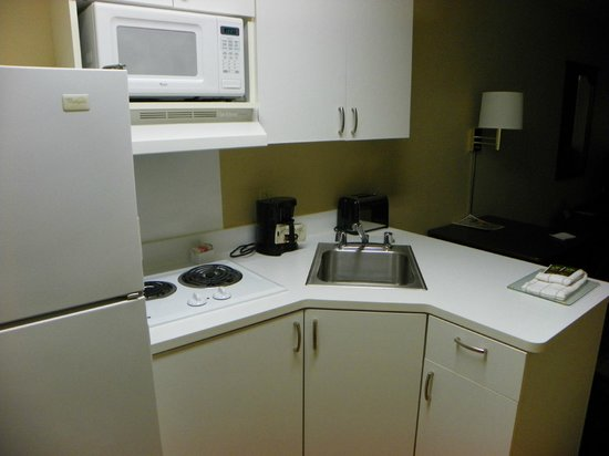 Extended Stay America - New Orleans - Airport: Suite has appliances for personal living!