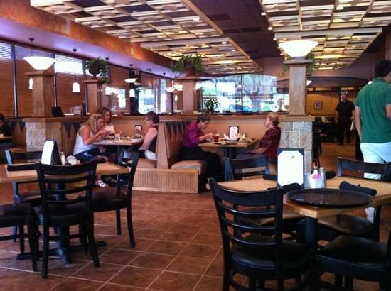 Antonio's Pasta Grille: dining area