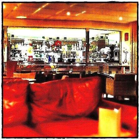 The Hog's Back Hotel & Spa Farnham : Pleasant enough bar area