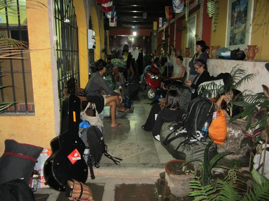 International Mochilero Backpacker's Guesthouse: full of 40 people + gear