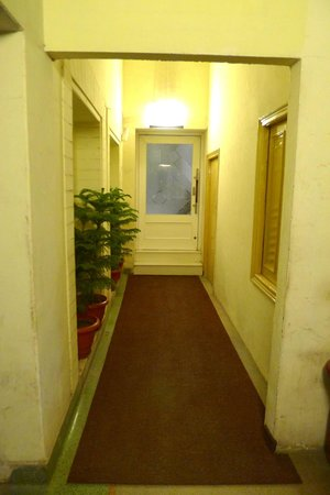 Hotel Bright: hallway
