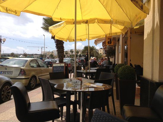 The Stuffed Olive: The restaurant outside seating