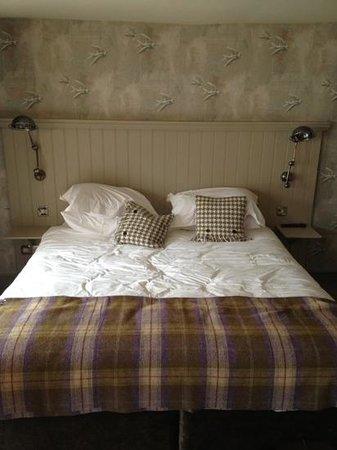 The Angel & Blue Pig: comfy bed