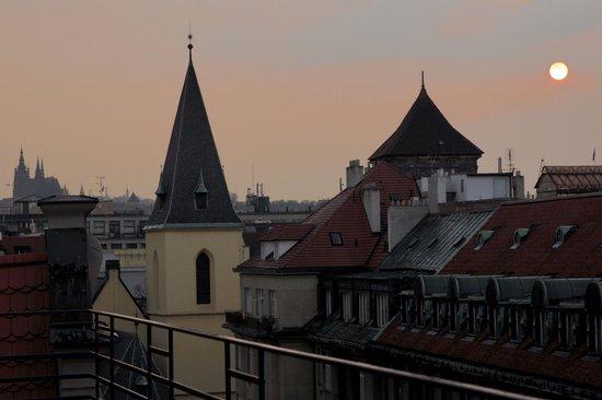 Hotel Clement Prague: Sonnenuntergang über der Stadt
