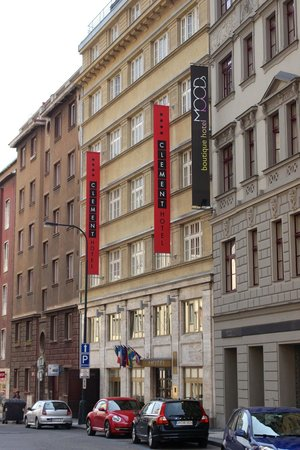 Hotel Clement Prague: Hotel I'm Straßenbild