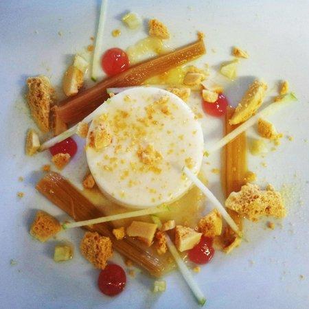 Three Tuns: Apple Mousse, Rhubarb and Honeycomb