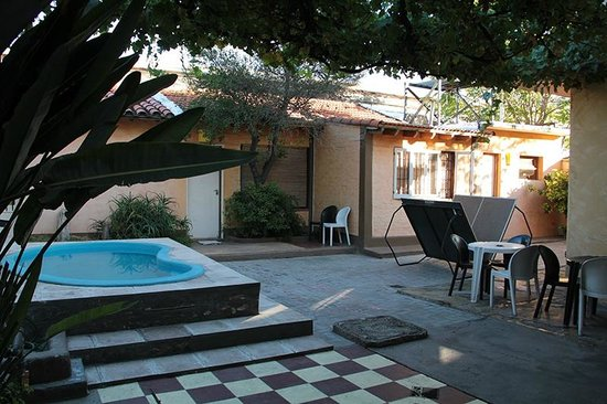 Savigliano International Hostel Mendoza: Inside garden/patio