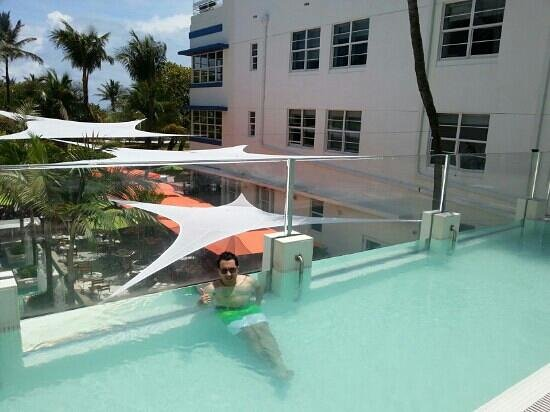 Hotel Breakwater South Beach: infinity rooftop pool
