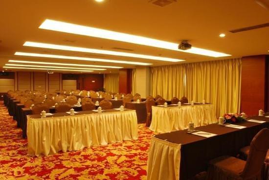 Longshan Hotel