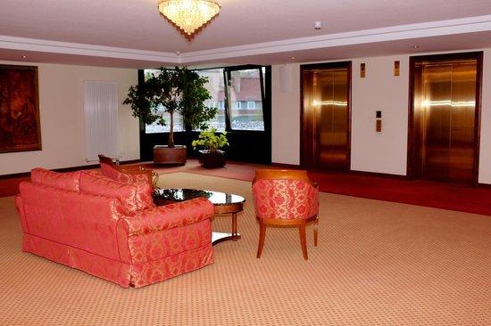 Victor's Residenz-Hotel Erfurt: Vorraum Etage