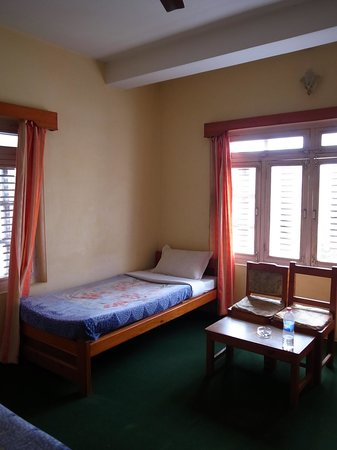 Hotel Serenity: 3ベッドの広い部屋でした
