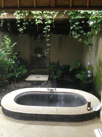 Amori Villas: The Bathroom