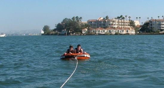 Loews Coronado Bay Resort: inner tubing in the Coronado Bay was super fun!