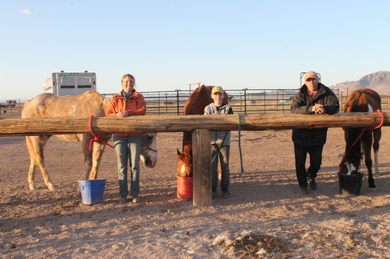 Hideout Ranch: Recent guests wait while their trail companions finish a snack at the rail. We enourage our gues