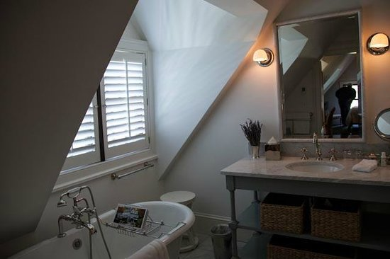 Bedford Post Inn: Bathroom